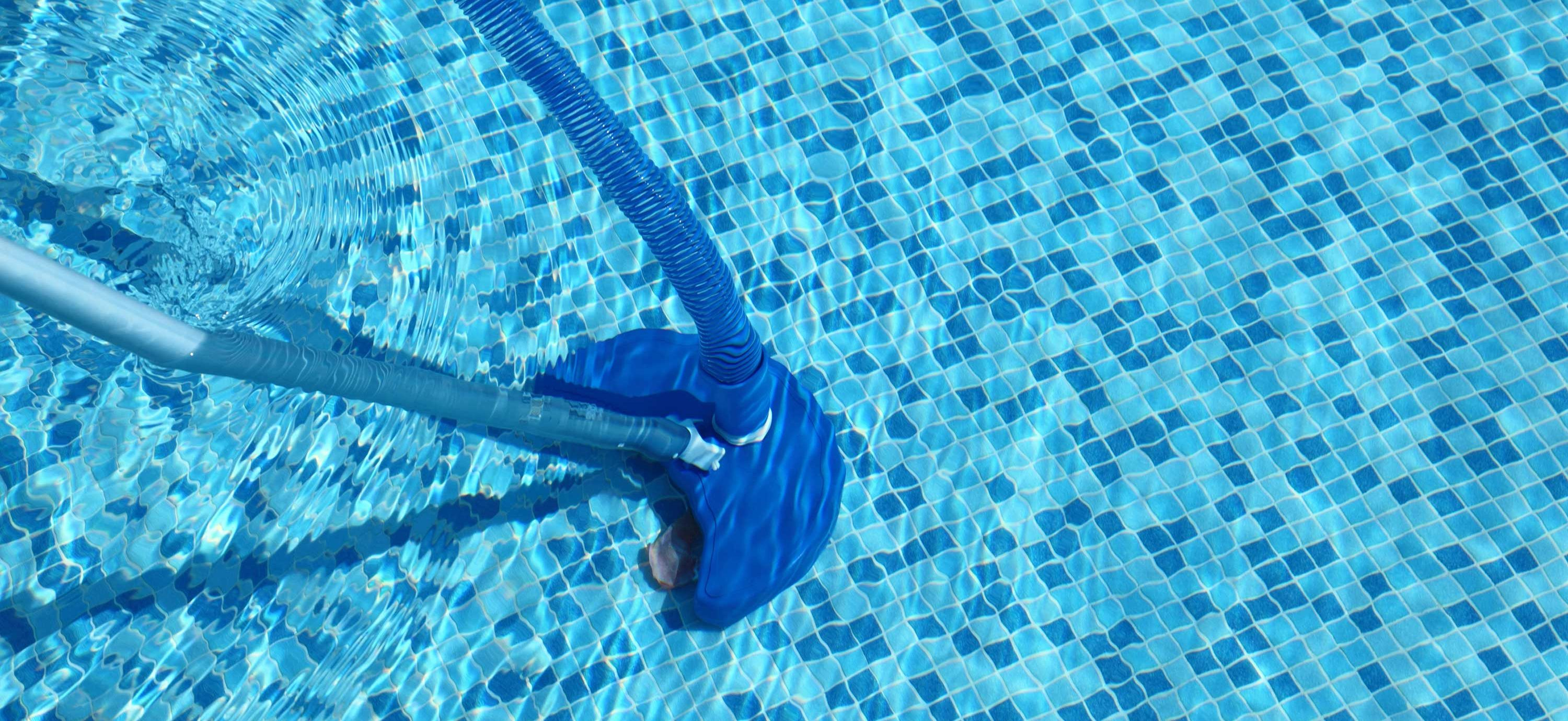 Pool Cleaner Skimming Bottom Of